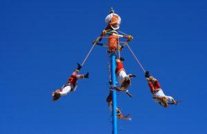 Espectaculo de los Voladores de Papantla: conoce el evento mas famoso de Puerto Vallarta!
