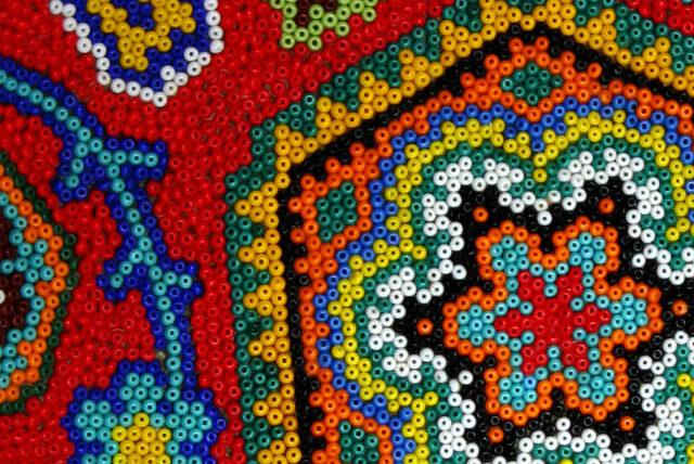 Creaciones de Arte Huichol, ¡elige cuál traer de recuerdo de tu paso por Punta Mita!