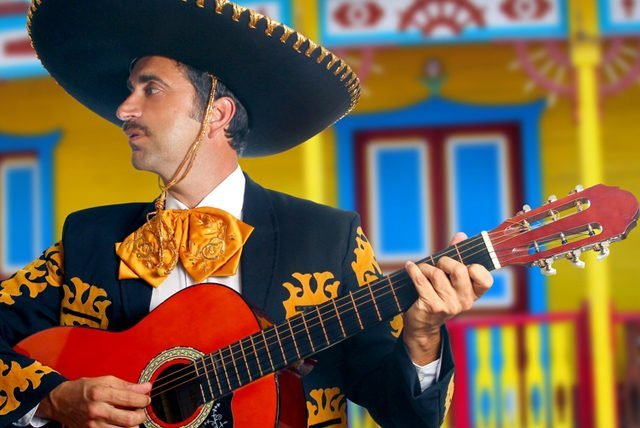 El Traje Charro, elegancia tradicional y artística en Vallarta