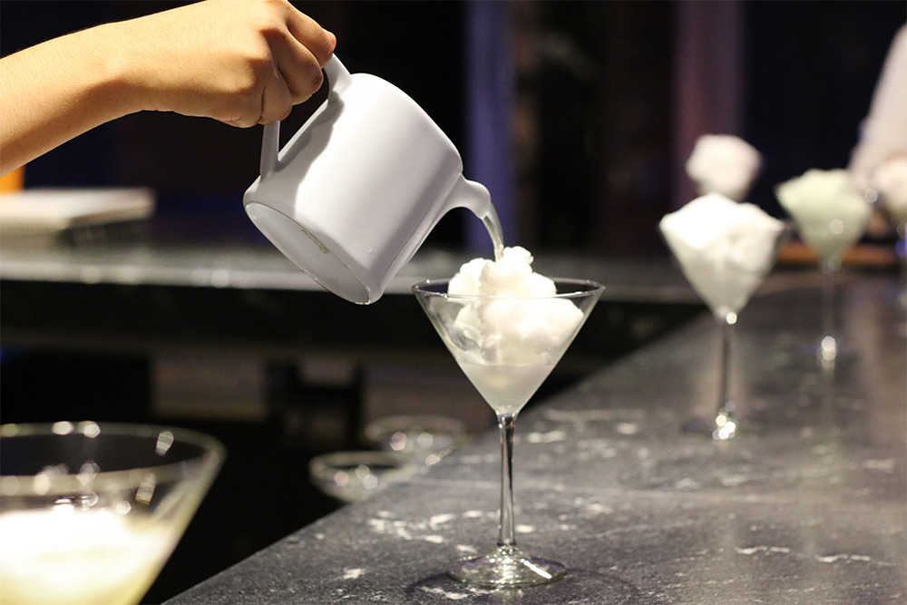 Cocteles moleculares en benazuza destinosfun for Quien invento la cocina molecular